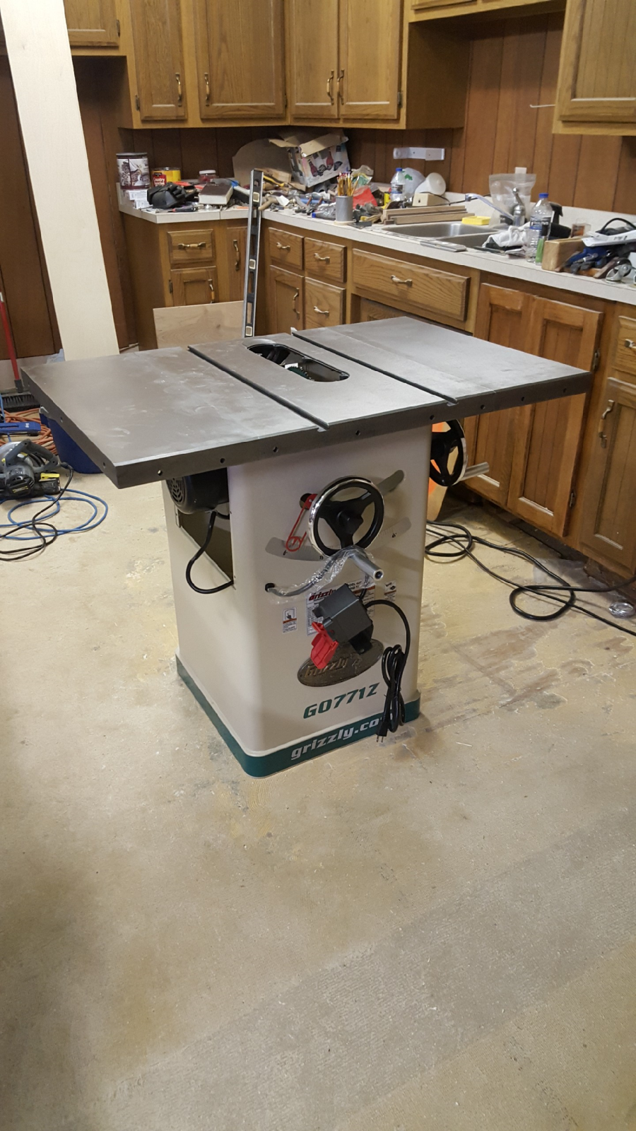 10 hybrid table saw with t shaped fence grizzly industrial would strongly recommend this machine to anyone wanting to upgrade from a cheap home improvement store table saw can easily see this saw as being the last greentooth Images