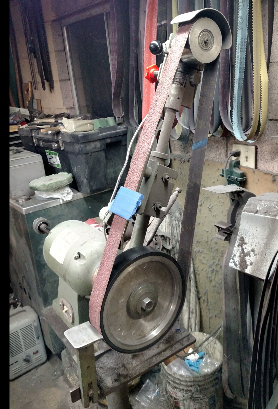 Industrial belt sander for metal